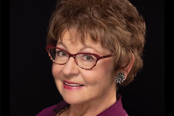 Headshot of Vicki